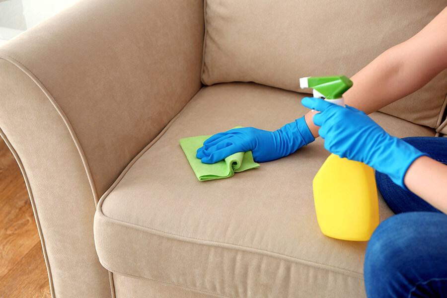 Vệ Sinh Ghế Sofa Da Với Vết Nước Bẩn