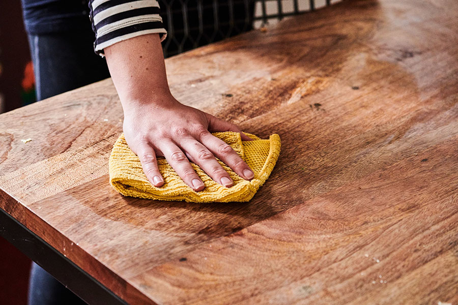 cách làm sạch đồ gỗ bị bẩn