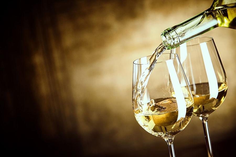 cách phân biệt rượu vang trắng