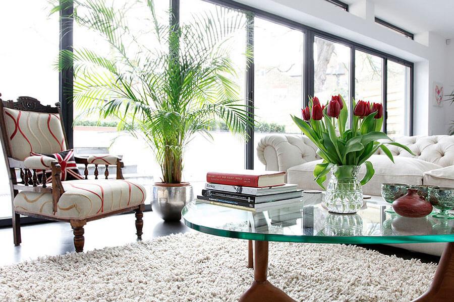 trang trí bàn cà phê bằng hoa