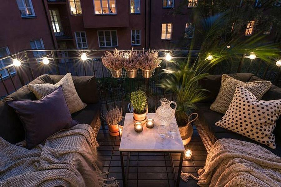 trang trí ban công chung cư bằng đèn led